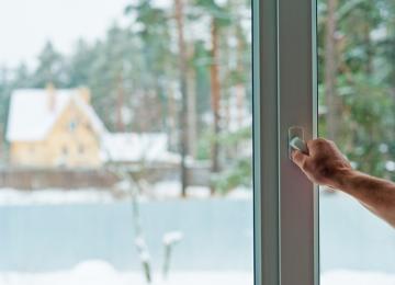 Jak oczyścić powietrze w domu – sprawdzone sposoby